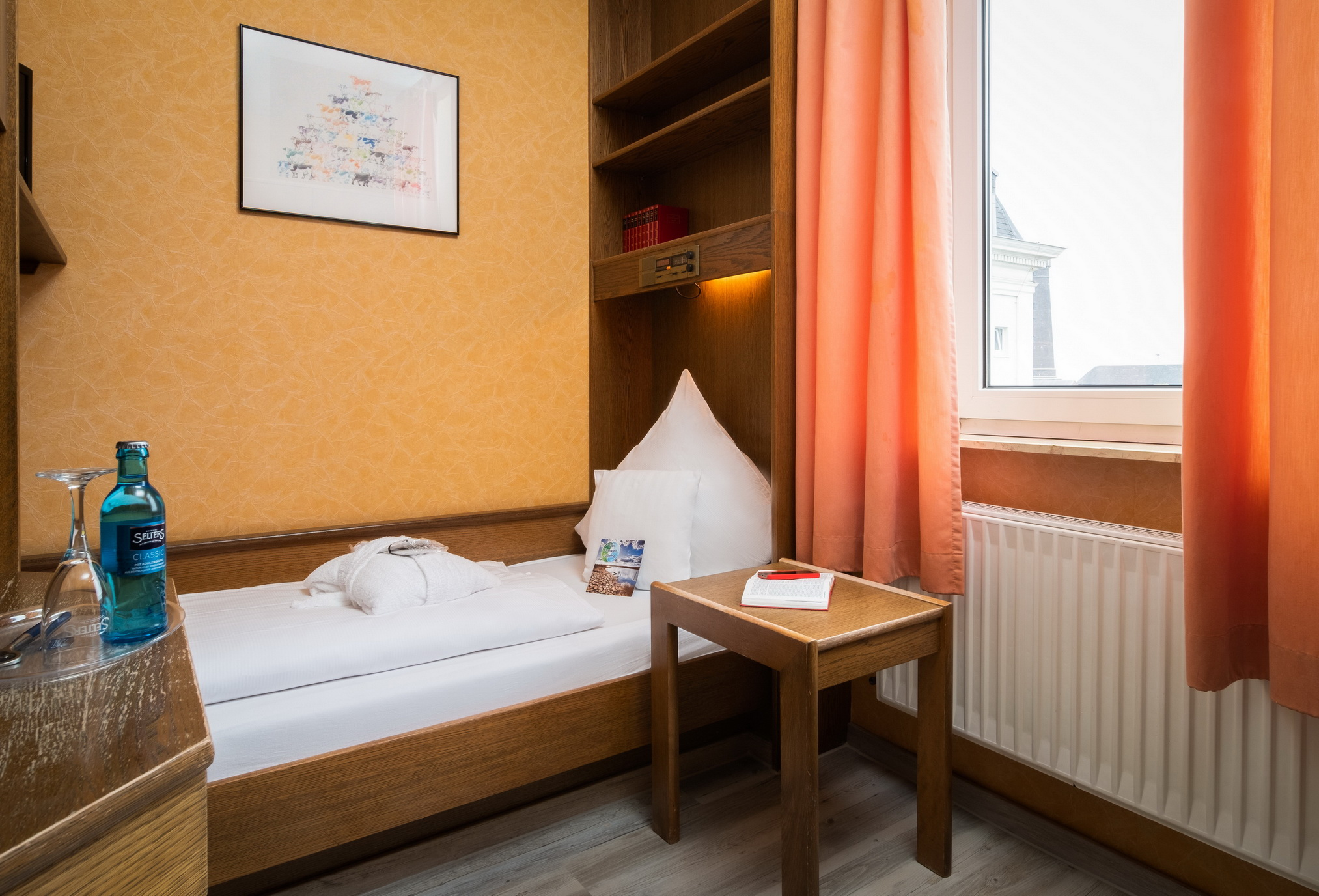 Single room small inner courtyard