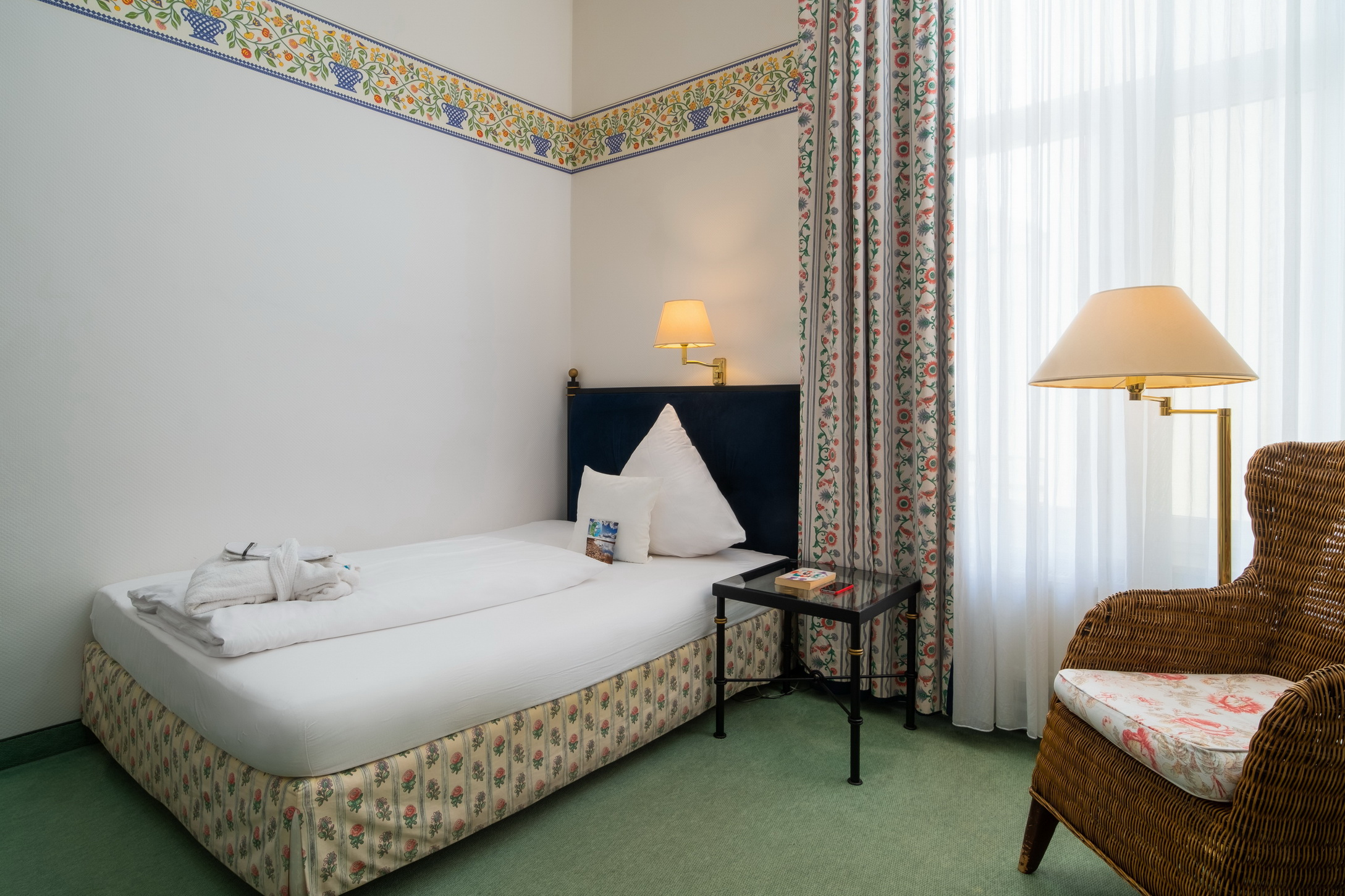 Single room inner courtyard