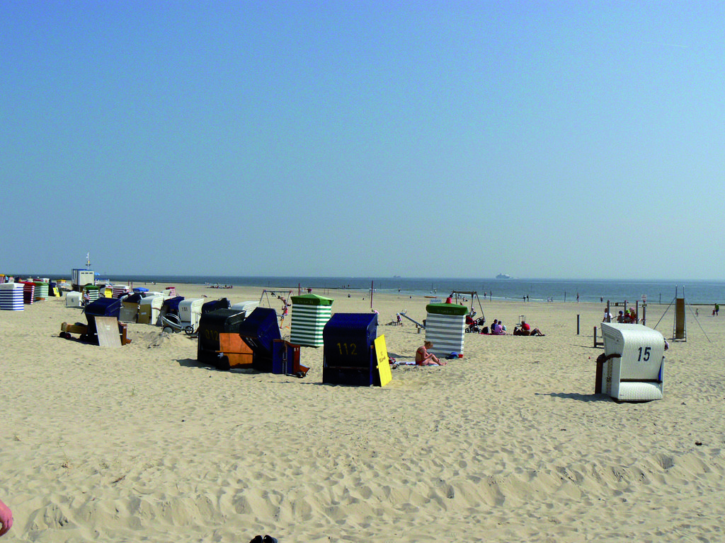 strand vor der haust r nordsee hotel borkum. Black Bedroom Furniture Sets. Home Design Ideas